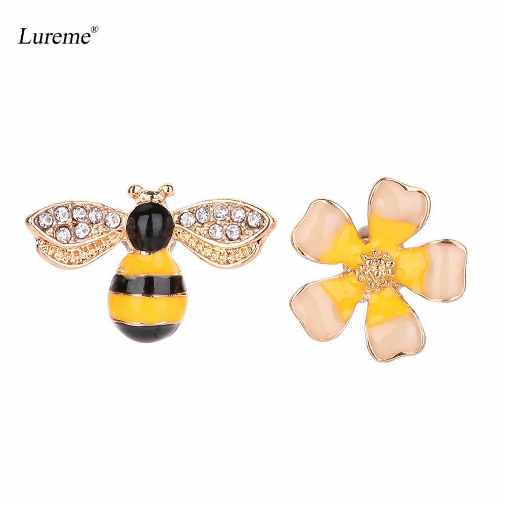 Lureme Lovely Design Assimétrico das Mulheres Brincos Do Parafuso Prisioneiro Do Esmalte Flor e Mel de Abelha (er005811)