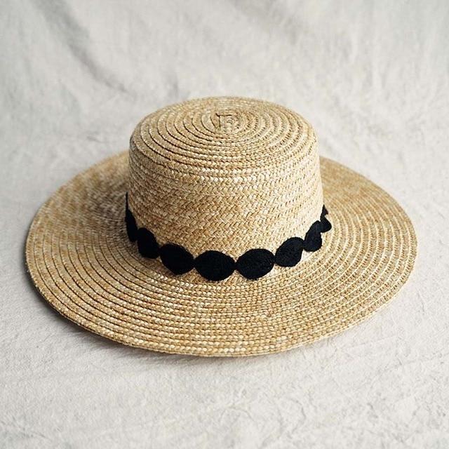 שמש כובע לנשים Wide ברים קש מגבעת כובע אלגנטי שחור לבן תחרה שטוח חוף כובע גבירותיי קיץ כובע עבור חופשה כנסיית דרבי