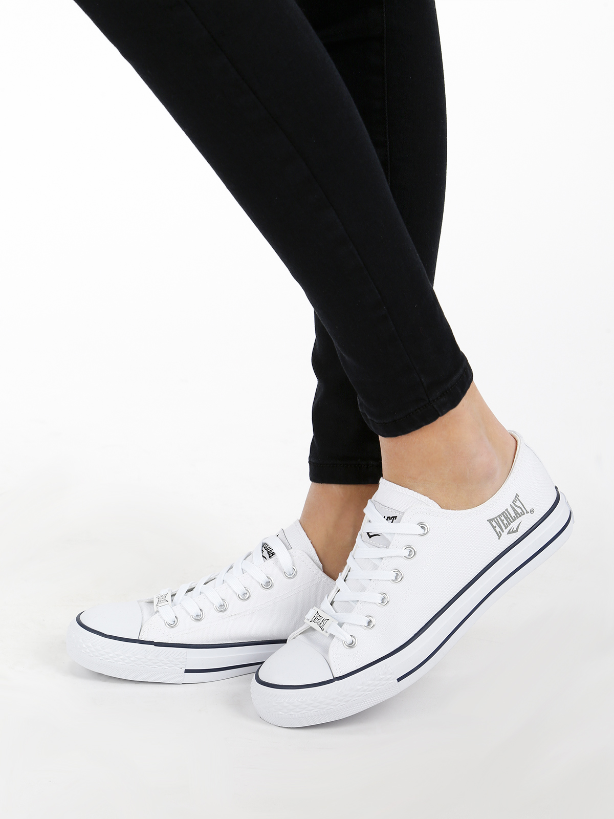 Low Canvas Shoes-White