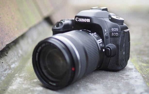 新しいキヤノン EOS 80D デジタル一眼レフと EF S 18 135 ミリメートル f/3.5 5.6 は USM レンズキット  グループ上の 家電製品 からの デジタル一眼レフカメラ の中 1