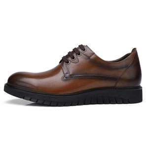 Image 4 - גמלים עסקי גברים נעלי עור אמיתי נעליים יומיומיות שמלה/משרד רטרו אנגליה זכר חרוך בציר צבע עור נעלי גברים