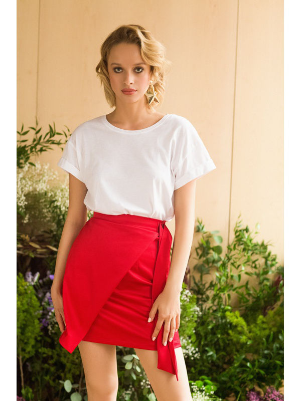 Skirt. Color red. double breasted pencil skirt