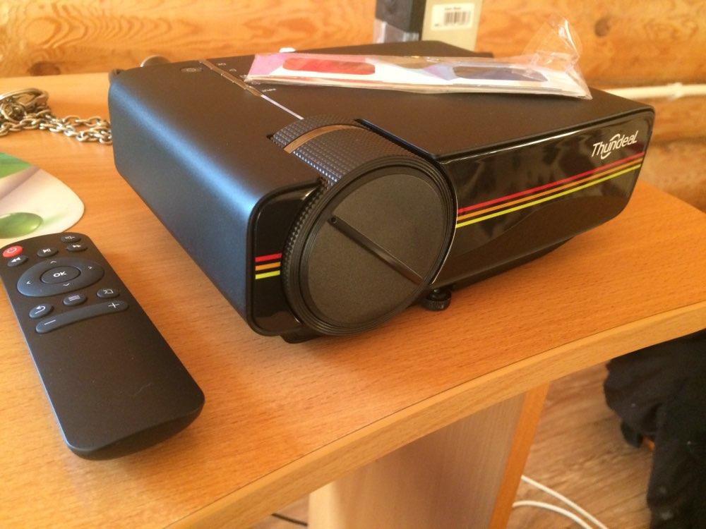 Портативный проектор ThundeaL YG400