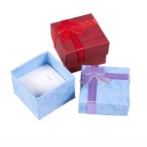 """Image 2 - ריבוע נייר קופסות מתנת תכשיטי 4x4x3 ס""""מ טבעת שחורה/תיבת עגיל תיבת הווה קטן עבור תצוגת אריזת תכשיטי עם הוספה לבנה"""