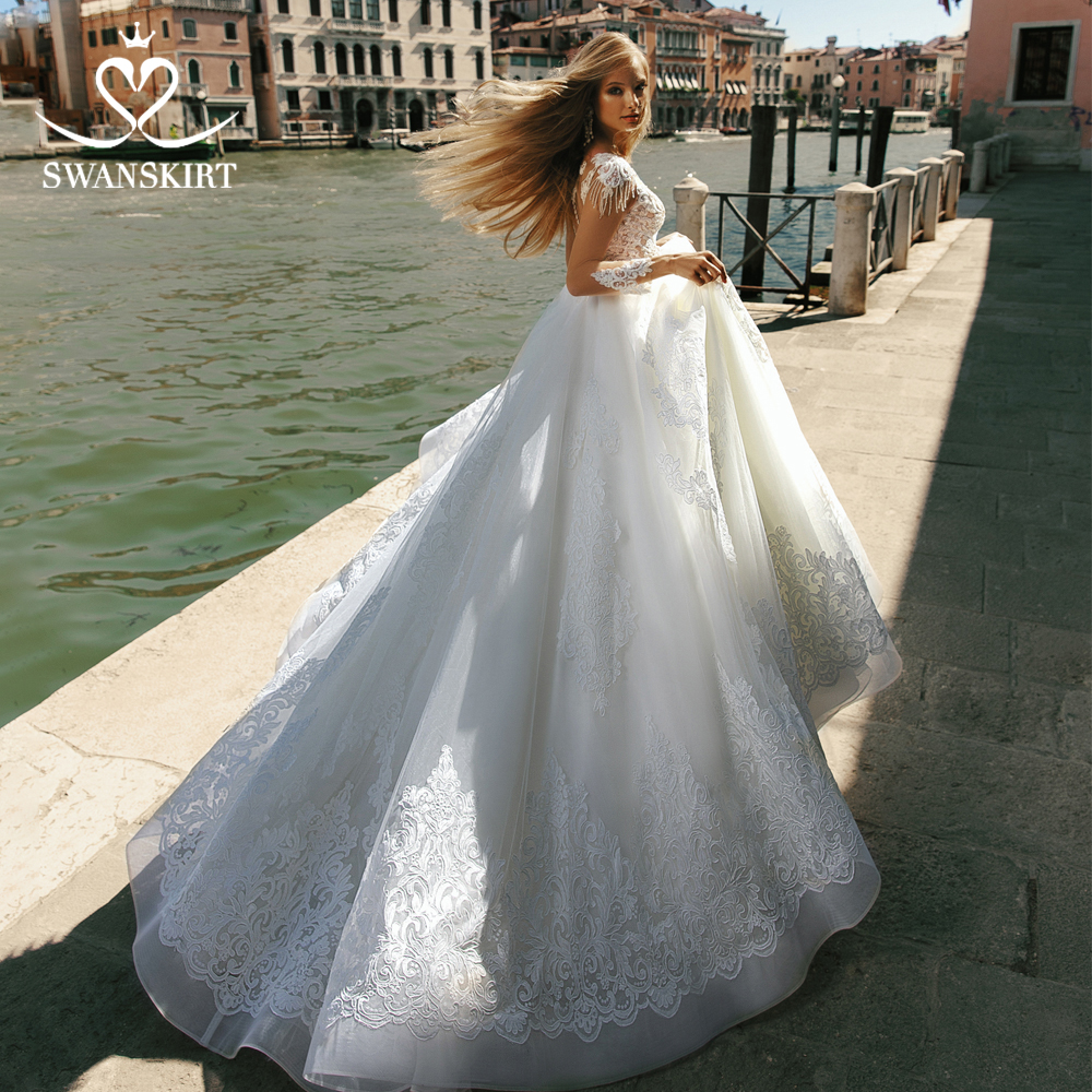 Vintage Beaded Ball Gown Wedding Dress 2019 Swanskirt O-Neck Appliques Long Sleeve Plus Size Bridal Gowns Robe De Mariee BZ13