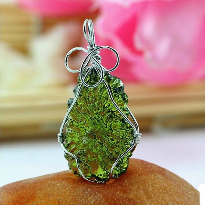 Hot Sale A++ Natural Moldavite green aerolites crystal Falling stone pendant energy apotropaic 7g-8g/ lot + free rope Necklace