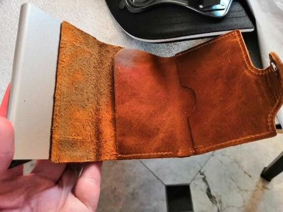 Mannen voorkomen RFID-informatielekkage 100% Echt lederen mini-wallet-kluis Multifunctionele aluminium automatische pop-upkaart photo review
