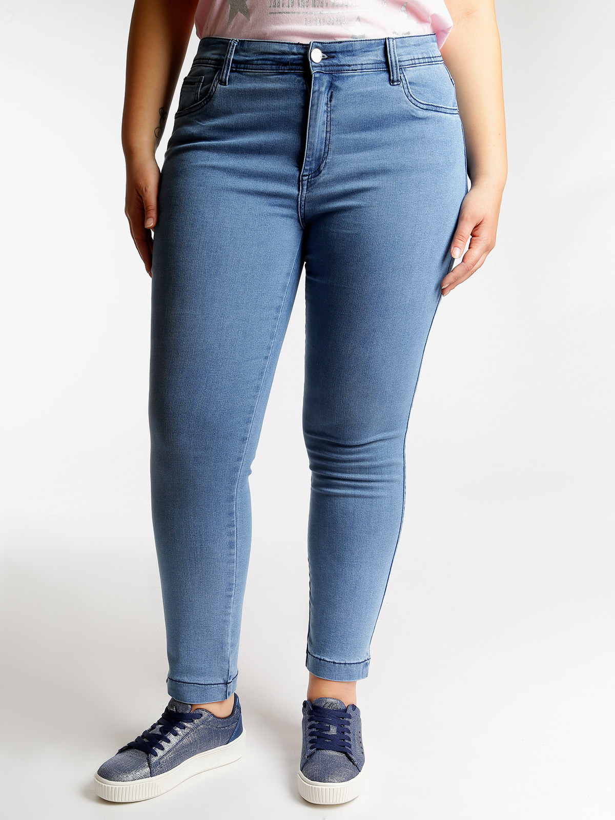 Stretch Jeans With Rhinestones Behind