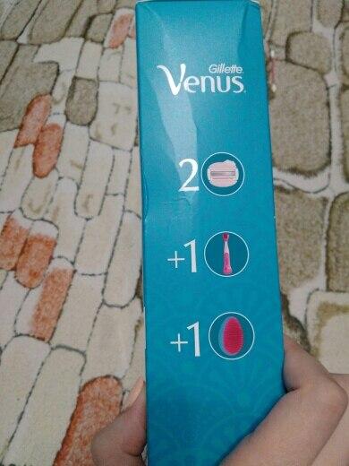 Подарочный набор Gillette Venus Spa Breeze (2 бритвенные кассеты и расческа)