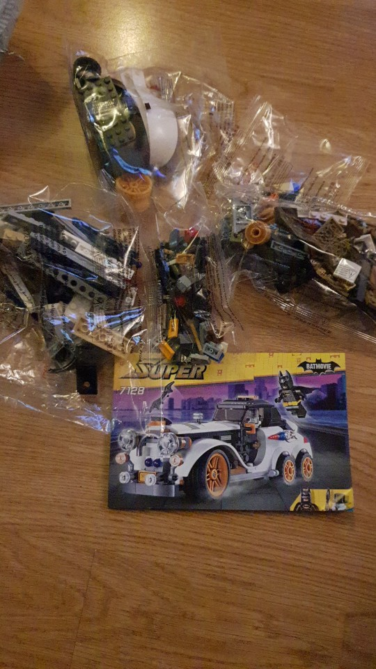 A toy A dream Decool 7115 Super Heroes The Dark Knight Batman batcycle Batmobile 338PCS Bricks batpod Building Blocks Toys