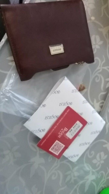 бумажник женщина; женщины портмоне; случайные женщины;