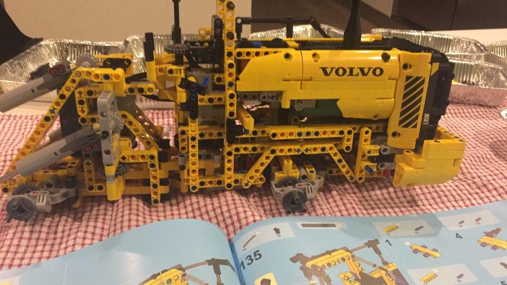 LEPIN 20006 Volvo L350F Wheel Loader Block Set (1636Pcs) photo review