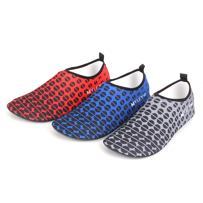 Nueva llegada unisex calcetines Descalzo los zapatos playa nadar Surf Tarnung blau Talla:38 4bufZ