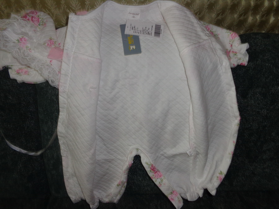 8153326b9 delivery 1 month. отслеживалось movement. size 6 m брала newborn gift.  smart and very decent set. not give ashamed. double layer, quilted inside.  deserves 5 ...