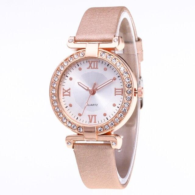 c78b69274a8 Novas Mulheres Relógio Vestido Dourado Genebra Relógio Marca de Luxo  Pulseira de Couro Lady Moda Quartz