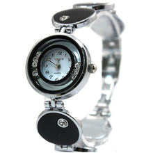 Круглые часы с кристаллами и белым циферблатом женские браслет