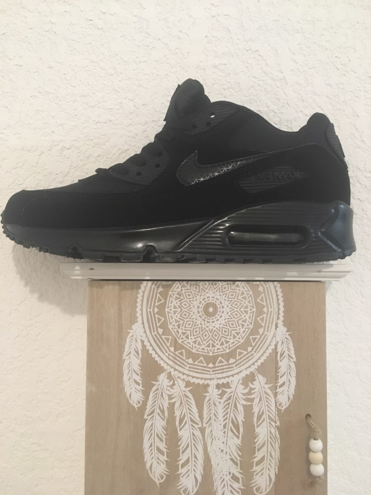 buy popular e007f 8c83d Are pretty but the Nike sign on the tongue does not see C black on black