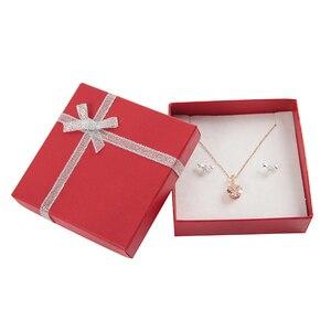 Image 3 - Caja de regalo a la moda para collar, caja de cartón para joyería de 9x9x2,5 cm para pulsera, pendientes, anillo de exhibición con esponja blanca
