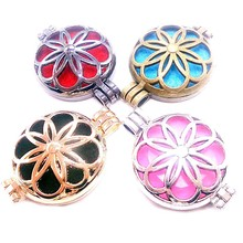 1pc Hollow Vintage Necklace Aromatherapy Locket Essential Oil Diffuser Locket Necklace Perfume Pendant Necklace Gift New Arrival