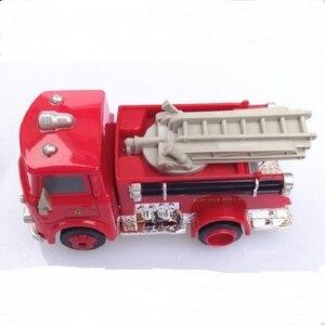 Image 3 - דיסני פיקסאר רכב 3 אש משאית קטן אדום 1:55 למות יצוק מתכת סגסוגת דגם מכונית צעצוע לילדים מתנה הטובה ביותר