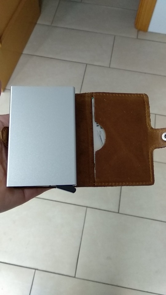 EISIPURI Men Prevents RFID information leakage Genuine leather mini wallet safe Multifunction Aluminum Automatic Pop Up Card photo review