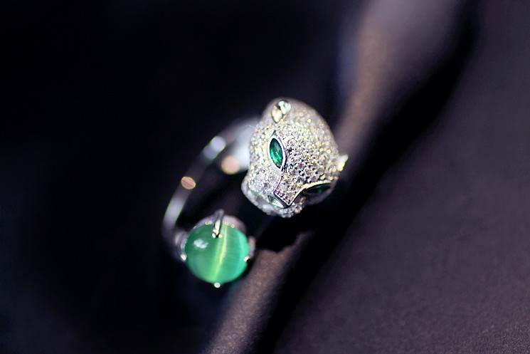 Fashion jewelry European 925 silver Crystal from Swarovski Leopard head slightly inlaid with lime green jade Wedding ring