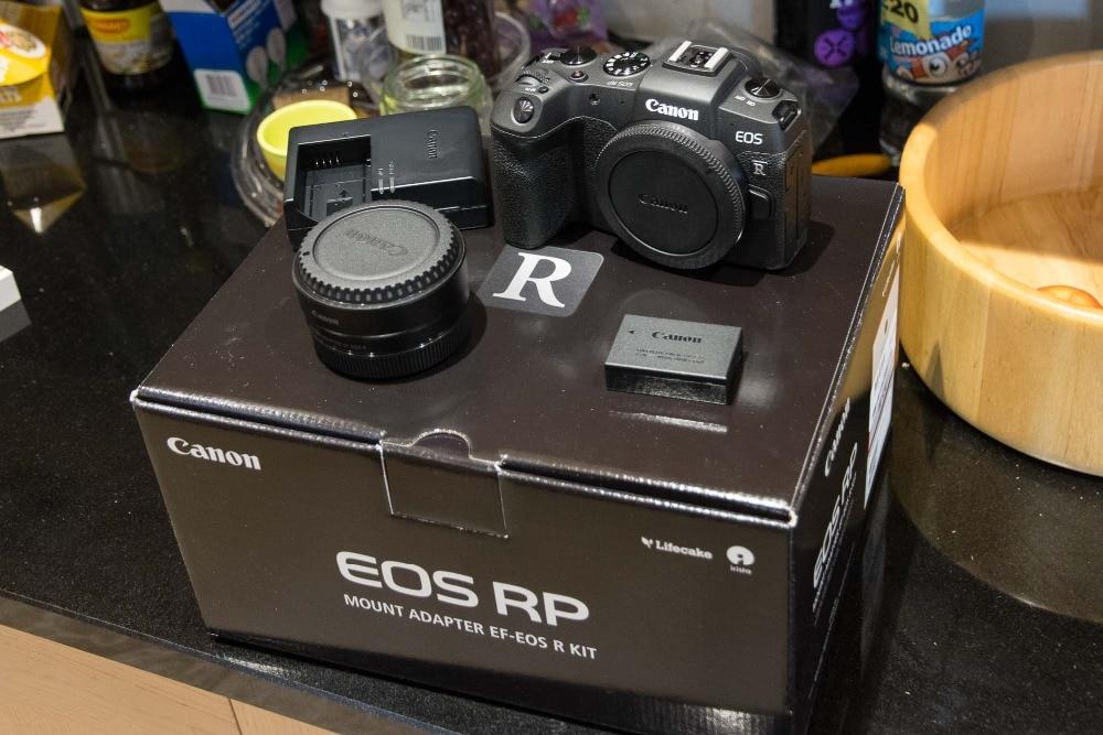 Canon EOS RP appareil photo numérique plein cadre sans miroir et adaptateur de montage EF EOS R