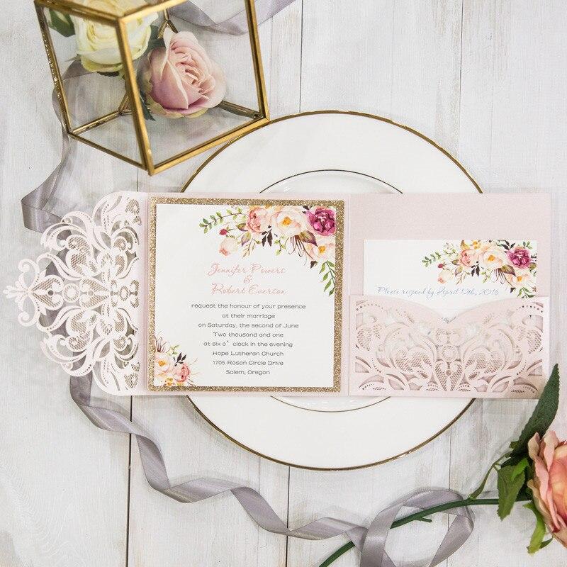 ロマンチックな赤面ピンク春の花キラキラレーザーカットポケット結婚式の招待状キット  グループ上の ホーム&ガーデン からの カード & 招待状 の中 1