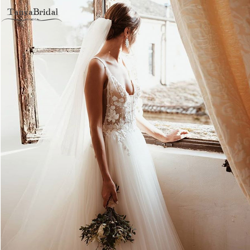 Bohemian Romantic Wedding Dresses Deep V-Necl Lace Tulle Luxury Bridal Gowns Gypsy Abiti Da Sposa Long Noivas DW011