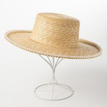 Классические пшеничные, соломенные шляпы с плоским верхом широкими полями соломенная шляпа с жемчужным поездке летнее солнце для женщин элегантные дамы Cap дерби