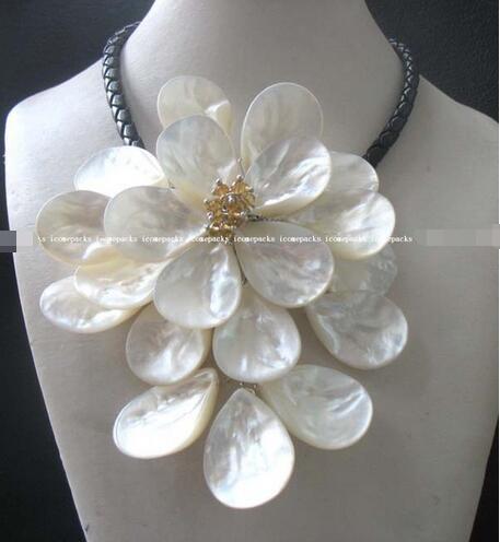 Gros mer shell fleur blanc quartz collier 17.5