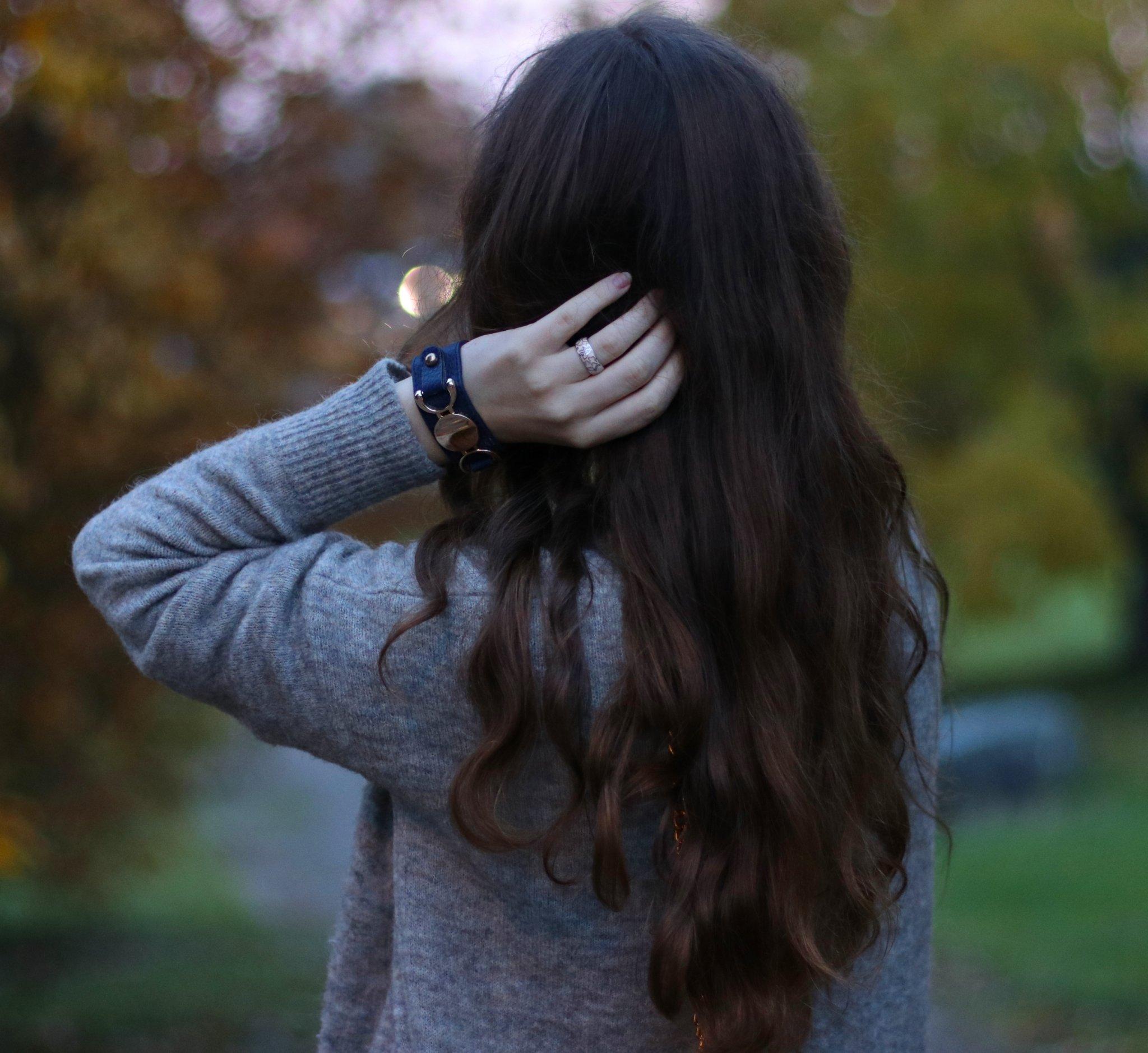 Картинки девушек с темными средними волосами