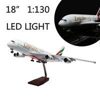 Мини 46 см (18 дюймов) 1:130 модель самолета Эмираты A380 с светодиодный свет (прикосновение или звук Управление) самолет для украшения или подарок