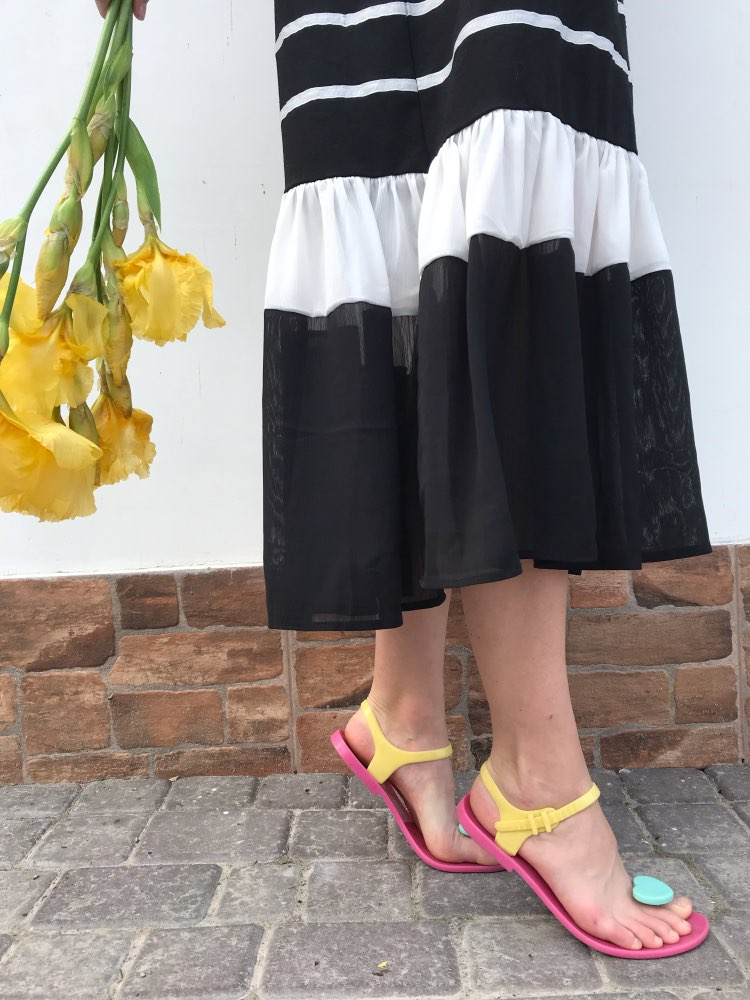 Casual Black Dresses Female Summer Style Short Sleeve Draped Ruffled Hem Fashion Designer Dress photo review