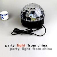 מועדון אור מיני RGB LED כדור קסם קריסטל שלב אפקט מנורת מוסיקת מסיבת דיסקו DJ תאורת קרן אוטומטי שליטה קולית 18 W