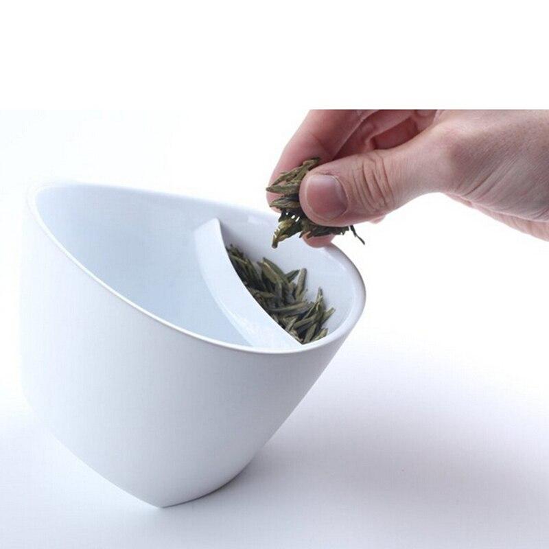 250ML kallutatav plastikust teekruus. Purutee joomine mugav ja lihtne. Värvivalikus must või valge. 1