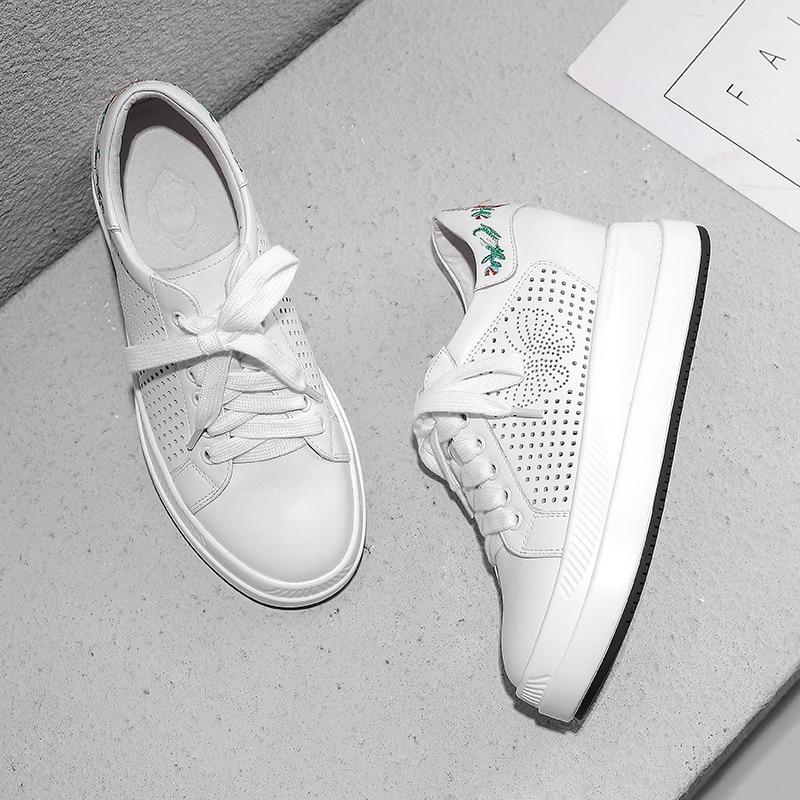 ارتفاع زيادة أحذية رياضية بيضاء النساء 2019 الربيع الصيف جلد التطريز حذاء كاجوال بفتحات تهوية 7.5 سنتيمتر-في أحذية مطاطية نسائية من أحذية على  مجموعة 3
