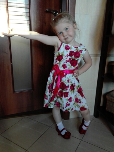 c366240a19d8 very pretty summer dress, nice material, well sewn, ribbon porządna.  delicate. really worth. size 5 T it's so our 110, for my 4 latki is perfect  🙂
