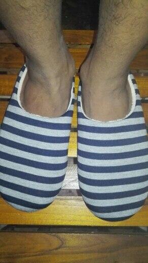 тапочка человека; обувь зима; теплая зима;