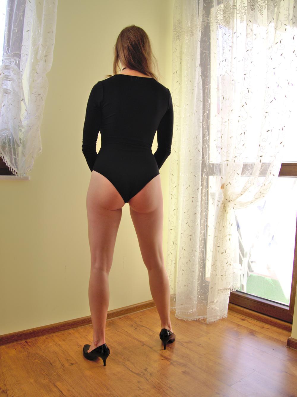 OOTN хлопок вязаный глубоким v-образным вырезом боди Для женщин осень с длинным рукавом комбинезон скинни черный комбинезон весна в целом красные зимние
