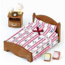 Набор Sylvanian Families Большая кровать и тумбочка