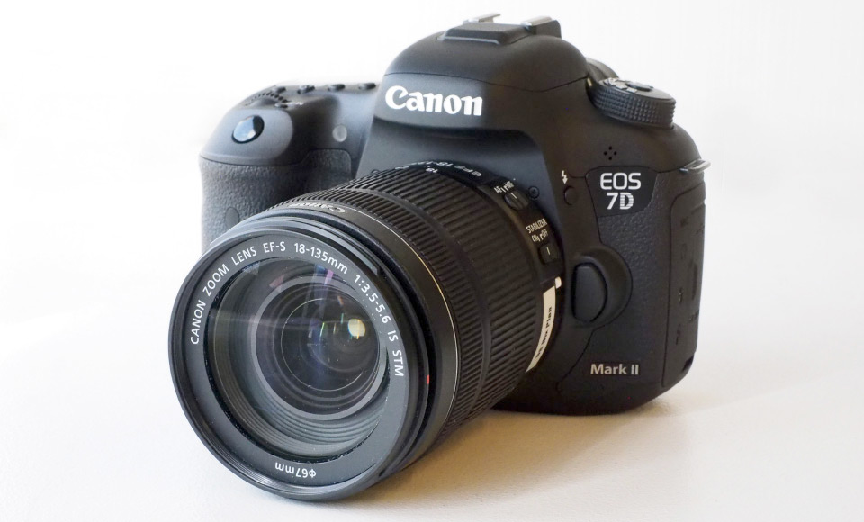 New Canon EOS 7D Mark II MK 2 DSLR Camera Body with EF-S 18-