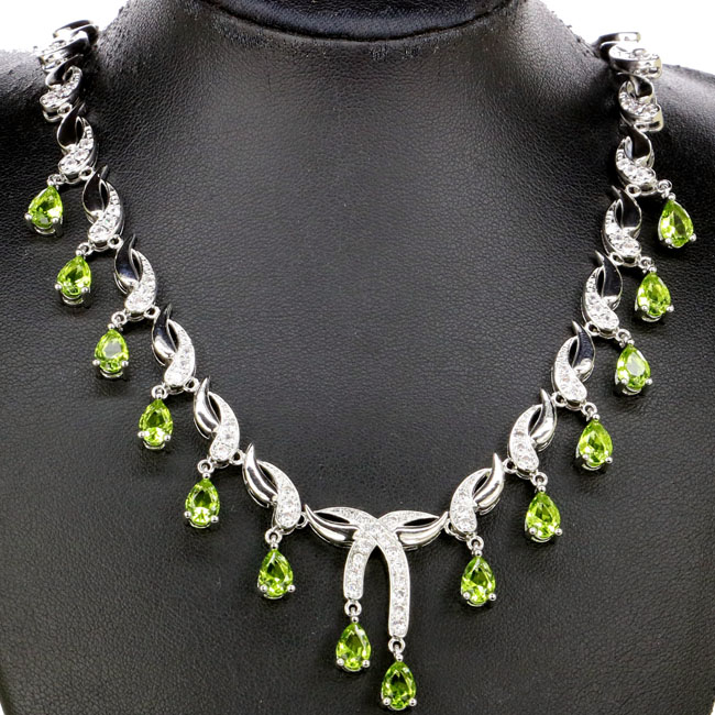 Popular in 2018 Green Peridot White CZ Woman's 925 Silver Necklace 18.0-18.5 inch 30x20mm