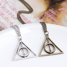 Harri Potter Luna and the Deathly Hallows Pendant Toys Necklace Retro Triangle Round Sweater Chain Necklace Action Toy Figures