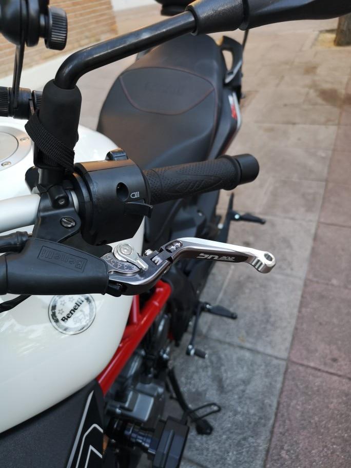 Alavancas, cordas e cabos motocicleta motocicleta vermelho