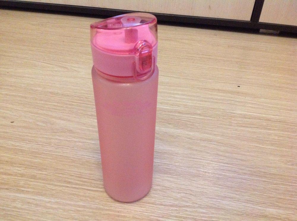 руках держит вагина бутылка пупырка которым будете
