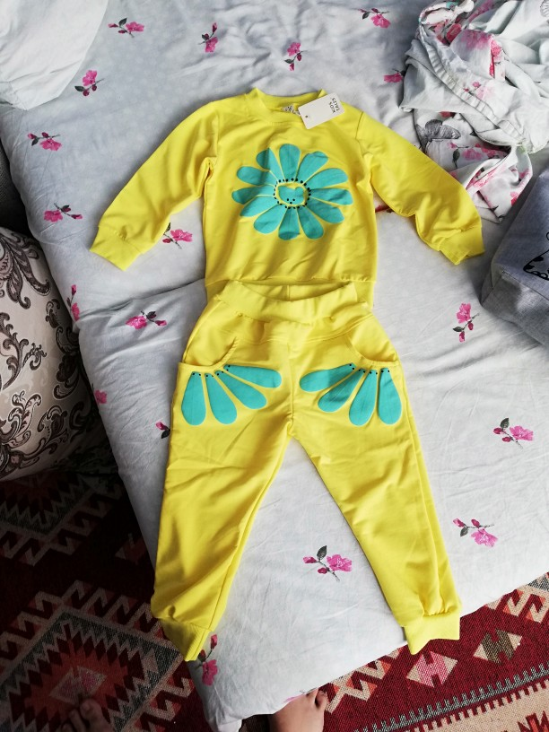 Baby Girl's Floral Printed Pullover and Pants Clothing Set photo review