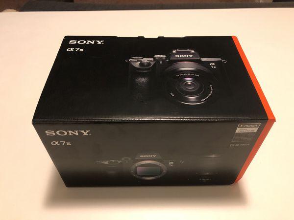 Sony Alpha A7 III Mirrorless Digital Camera & FE 28-70mm F/3.5-5.6 OSS SEL2870 Lens Kit