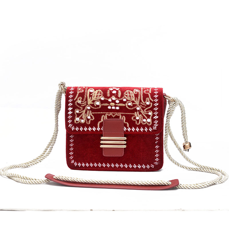 2018 new velvet bag embroidered square package Hong Kong Shoulder diagonal package chain bag lipt 2018 mini package bag chain bag small package of the new spring and summer leisure package free shipping