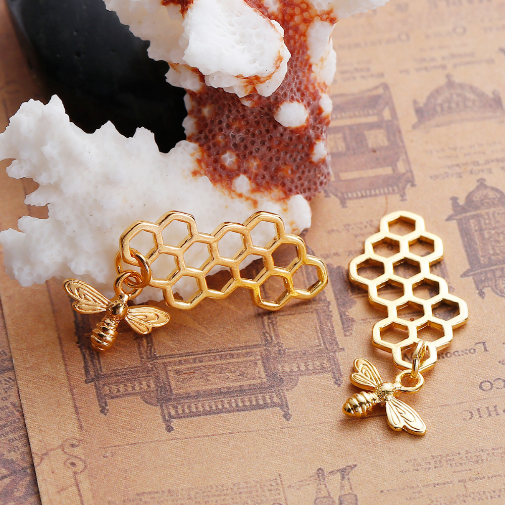 5pcs Connectors//Pendants Hollow Honeycomb with Carved Bee Gold Plated
